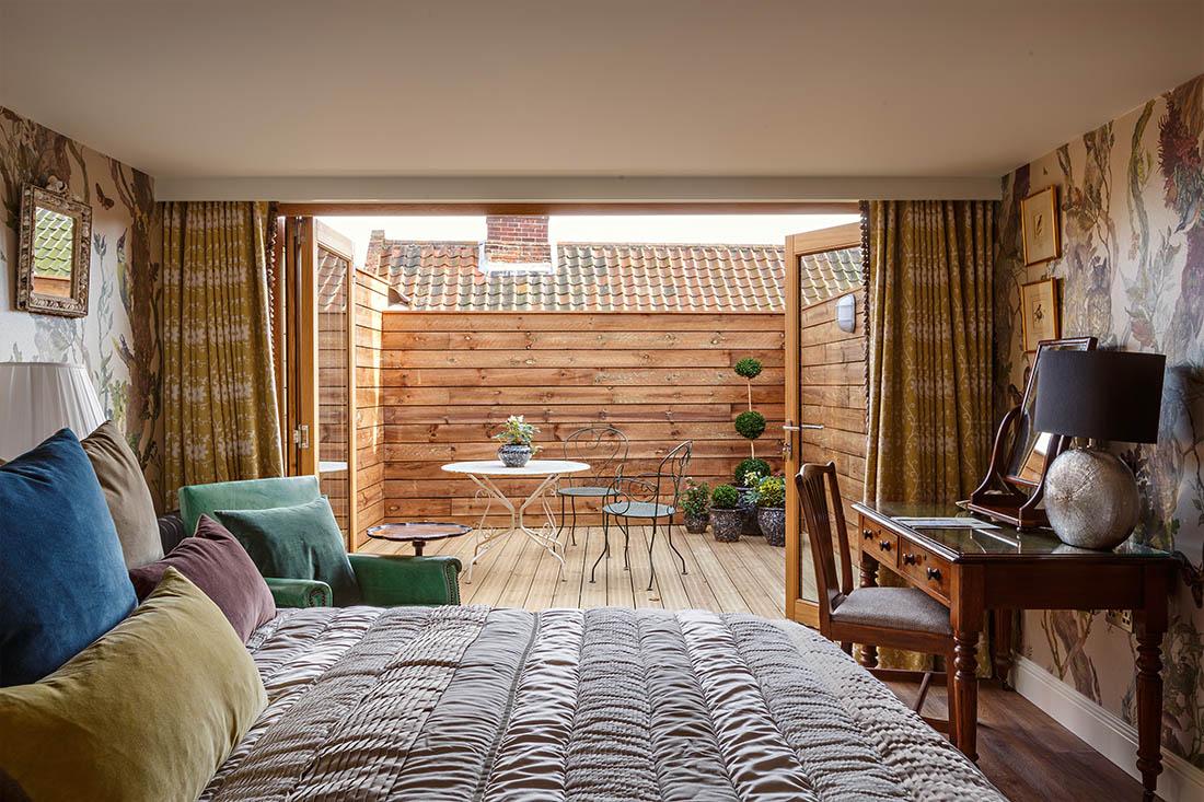Darwin inspired hotel room